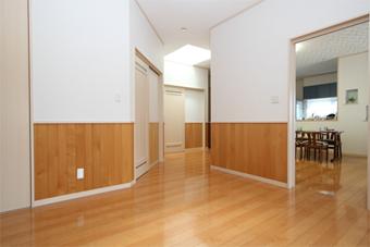 T邸写真:バリアフリーの室内
