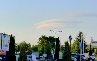 三沢市街パシャ写真『UFO?】