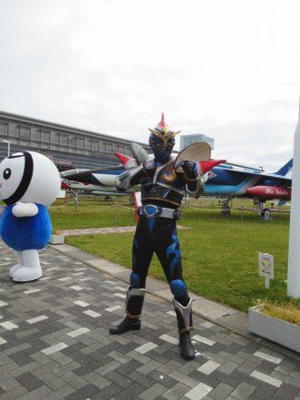 三沢市街パシャ写真『ホッキーガイとおいらくん】